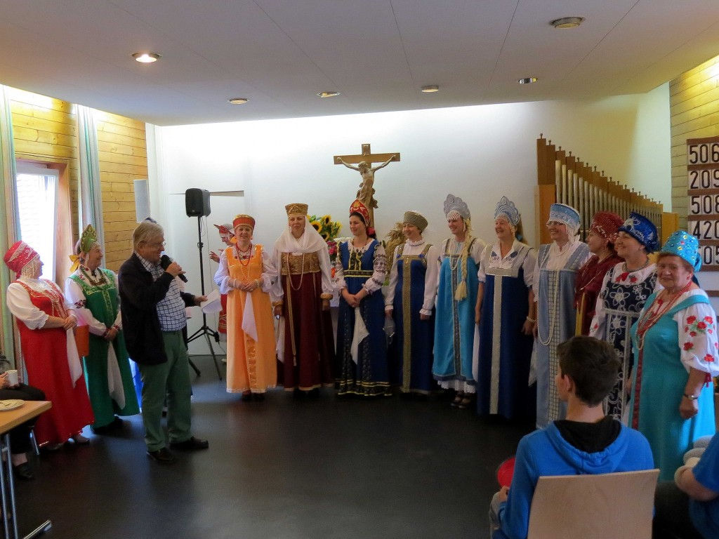 """Russischer Chor """"Regenbogen"""" beim Gemeindefest 2014"""