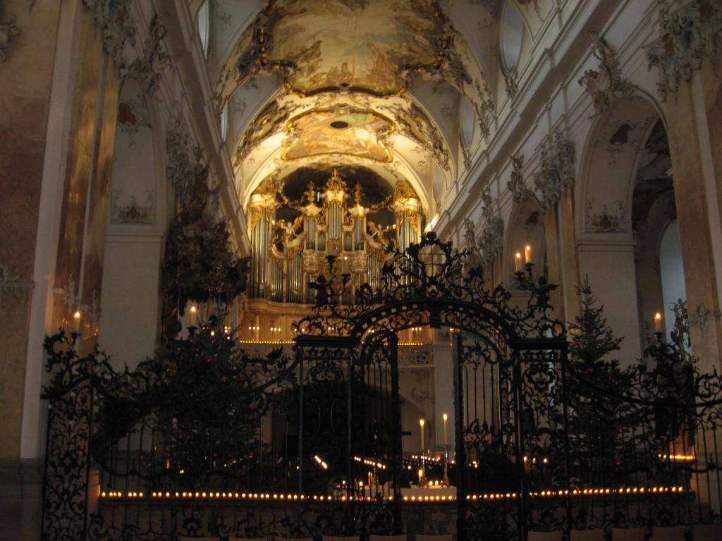 Heiliger Abend in der Abteikirche - bevor die Türen geöffnet werden