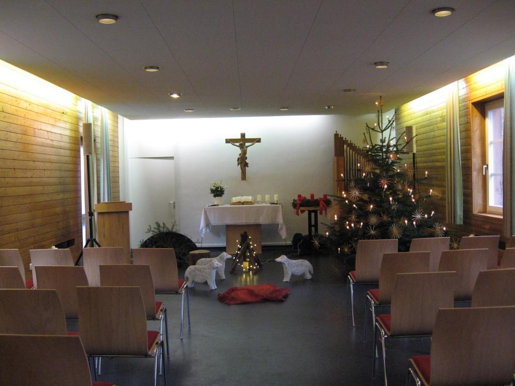 Vor dem Familiengottesdienst am Heiligen Abend 2013 im Gemeindezentrum